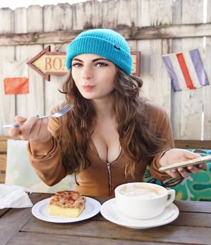 Luna Benna bio - wiki, bofriend, age, Height, net worth,
