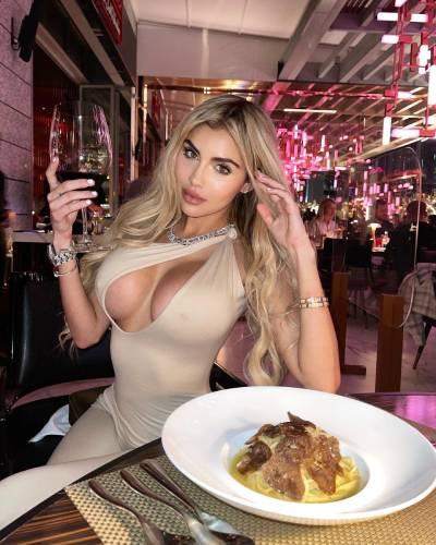 Alexa Dellanos bio, wiki, age, onlyfan, boyfriend, family, height,